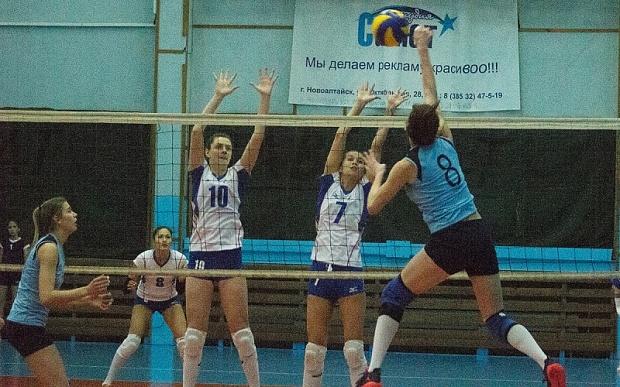 Волейболистки изОмска закончили огорчать тренера ипобедили сосчётом 3:0
