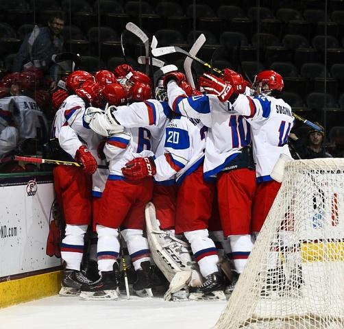 Юниорская сборная РФ похоккею одержала первую победу наЧМ